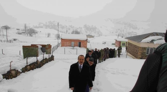 Muş Valisi Yavuz köylerde