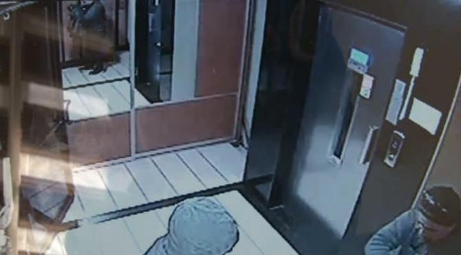 4 kişinin uyuduğu sırada evi soydular