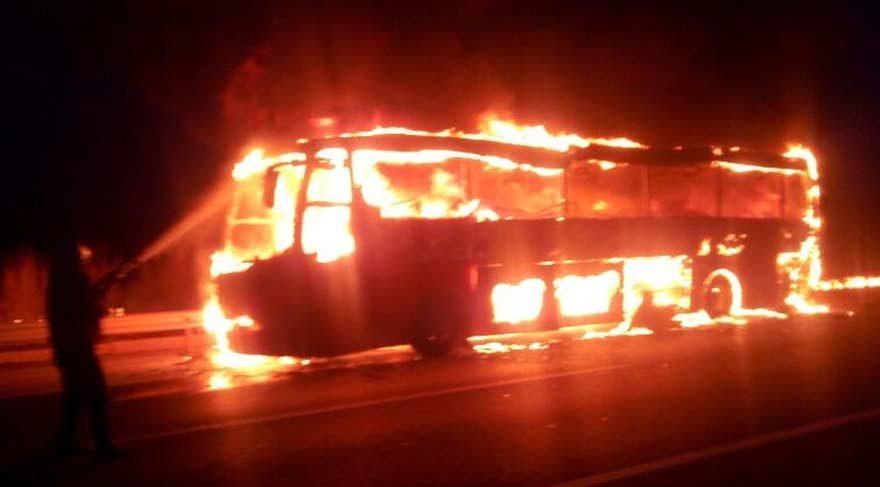Yolcu otobüsü alev alev yandı!