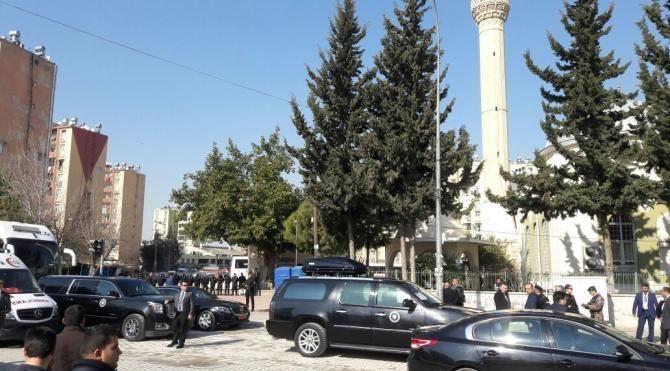 Başbakan Yıldırım, cuma namazını Adana'da kıldı