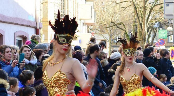 Strasbourg karnavalı izleyenleri coşturdu