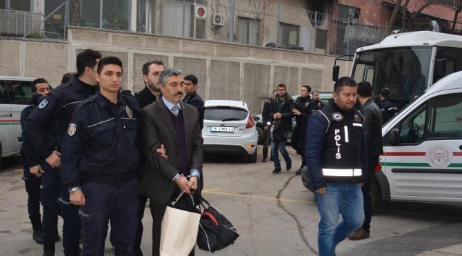 Bursa'da FETÖ şüphelisi 8 akademisyen adliyede