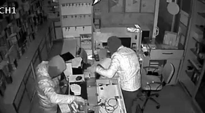 Telefoncudan 6 dakikada 20 bin TL'lik hırsızlık