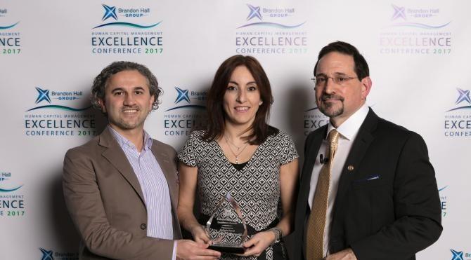 DeFacto'ya uluslararası iki ödül