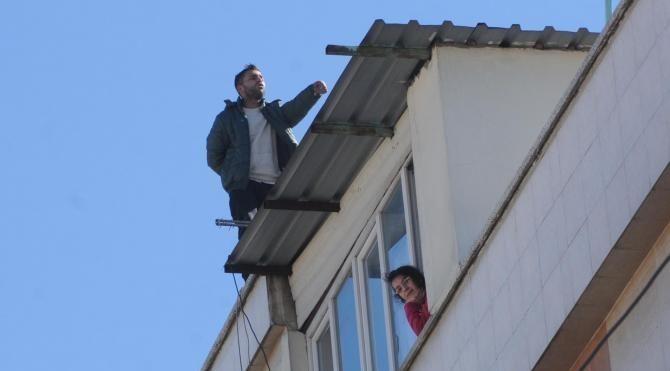 Çatıda intihara kalkan genç, 3 satte ikna edildi