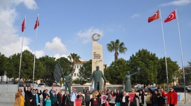 MHP'li kadınlardan Meral Akşener'e kınalı destek mesajı