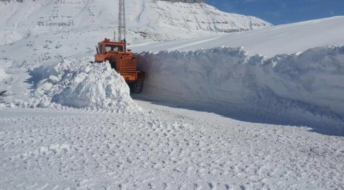 DiyarbakırViranşehir yolunda kar mahsuru 4 kişi 14 saatte kurtarıldı