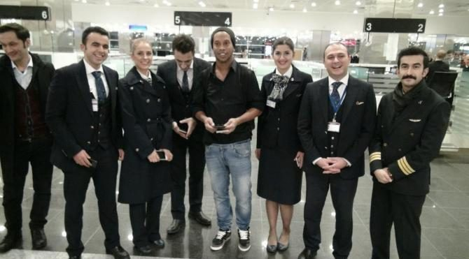 Brezilyalı efsane futbolcu Ronaldinho İstanbul'da