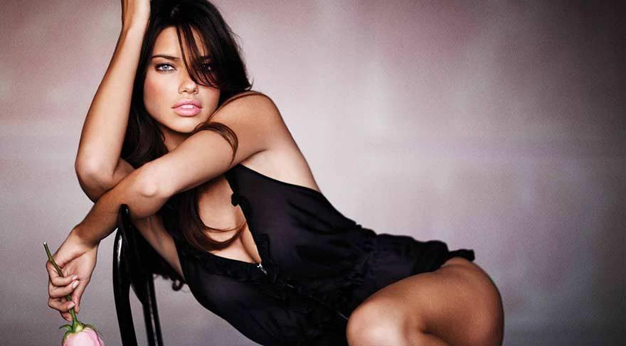 Adriana Lima, aynı markanın yüzü olduğu Melisa Şenolsun ile buluştu