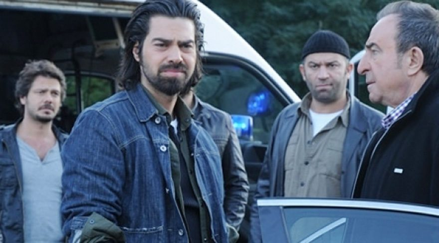 Arka Sokaklar dizisinin Komiser Murat 'Umre'ye gitti