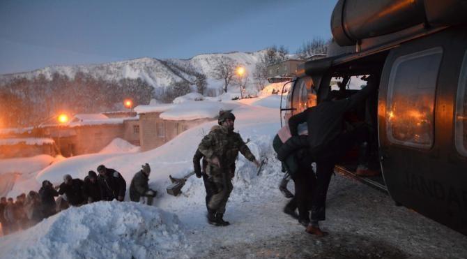 Bitlis'te kadın hasta askeri helikopterle hastaneye ulaştırıldı