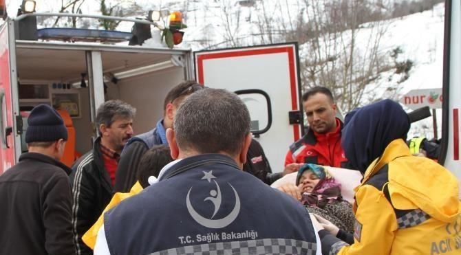 Karda mahsur kalan böbrek hastası kar ambulansı ile kurtarıldı