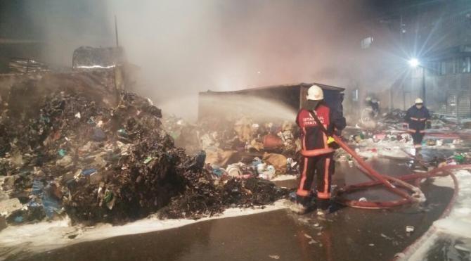 Sultangazi Ambalaj Atığı Aktarma Tesisleri'nde yangın çıktı(GENİŞ)