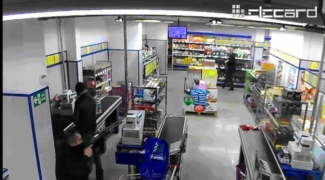Tüfekle market soyanlar yakalandı
