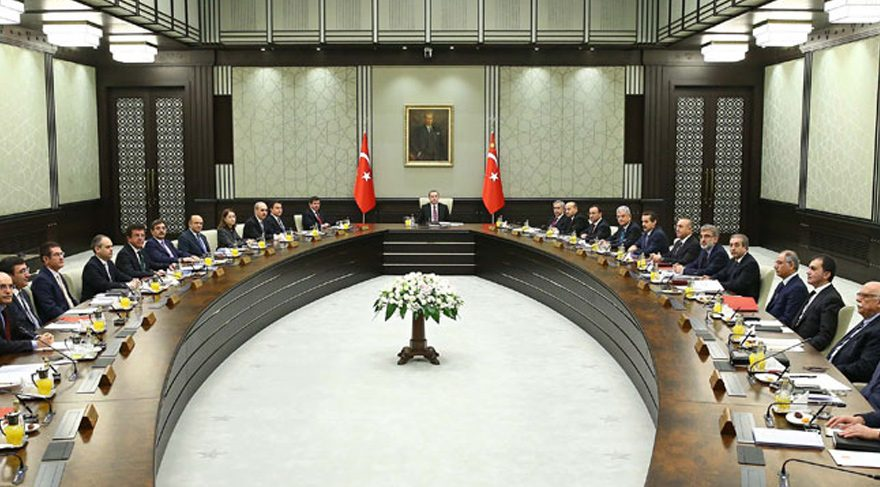 KHK'daki son ihraçlara AKP'li yazarlar bile isyan etti
