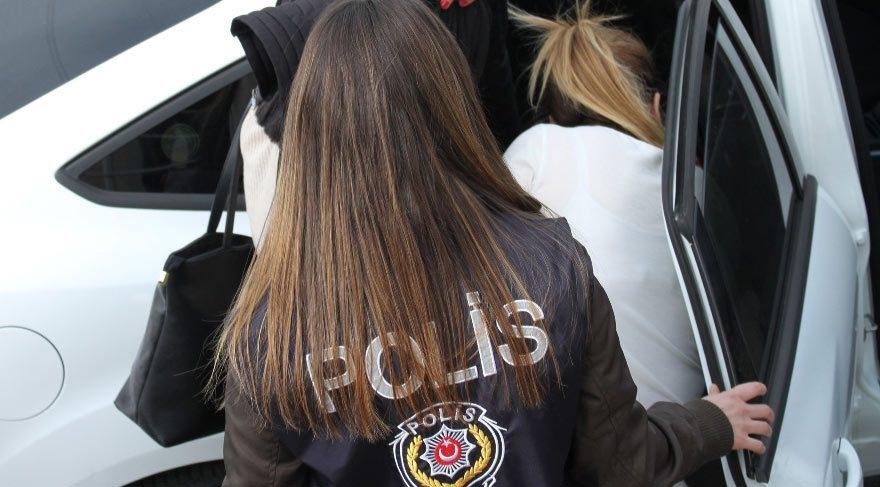 Ailesinin kayıp ilanı verdiği genç kız dolandırıcılık yaparken yakalandı