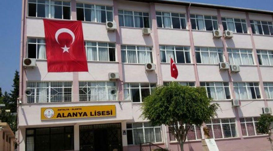 Alanya Lisesi'nde İzmir Marşı yasağı!