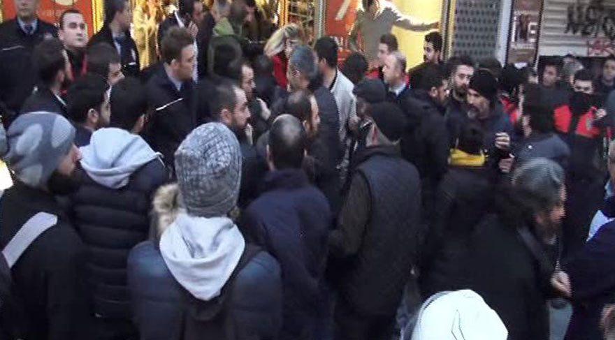 Kadıköy'de 'Hayır' protestosuna polis müdahalesi