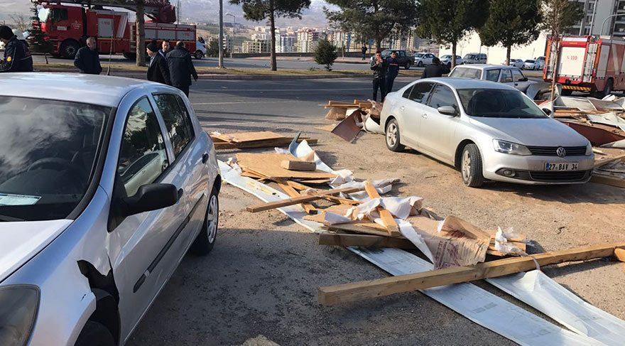Kahramanmaraş'ta fırtına 20 çatıyı uçurdu, 5 kişiyi yaraladı