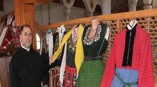 Papaz kiliseyi müzeye çevirdi