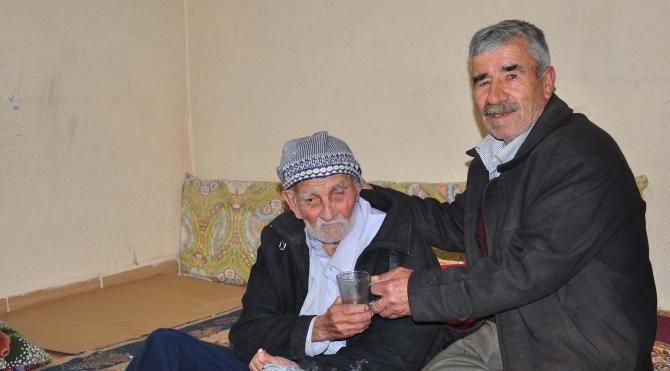 Cumhuriyet ile yaşıt Ali Dede'nin yaşlılık maaşı kesildi