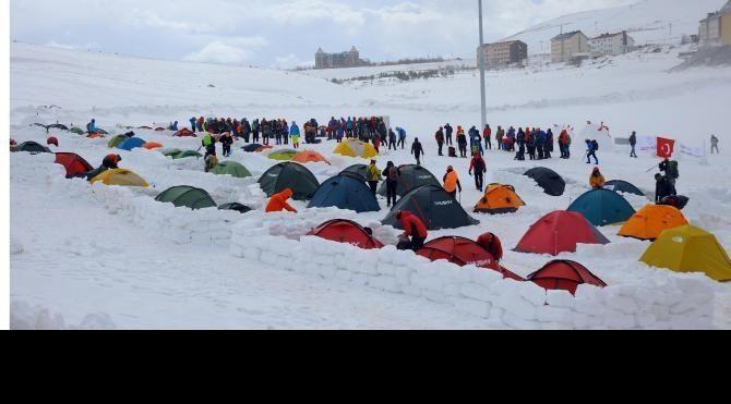 Erciyes'de dağcılık kış gelişim kampı etkinliği