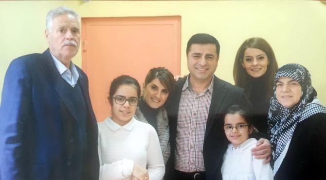 Demirtaş'ın eşi ve çocuklarıyla cezaevinde çekilen ı