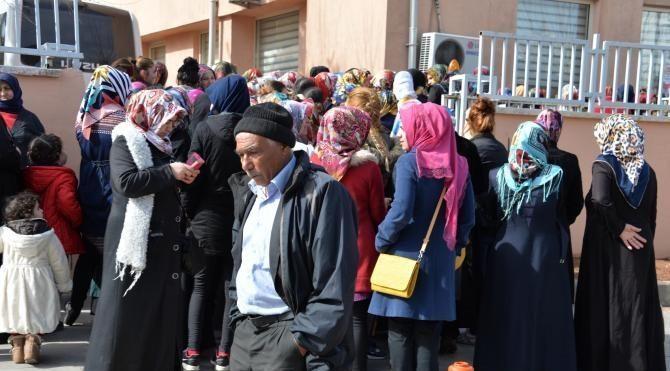 Diyarbakır'da 6 aylık iş için uzun kuyruklar oluştu