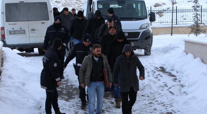 Sivas'ta 11 eski polis, FETÖ'den tutuklandı