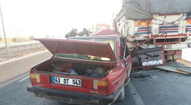 Kamyona arkadan çarpan otomobildeki 4 kişi yaralandı