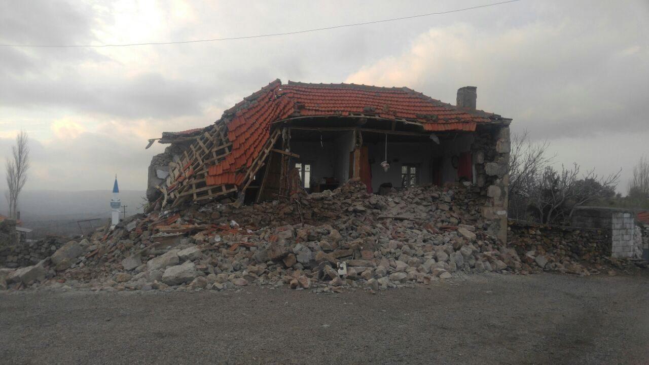 Ayvacık'da bir kez daha korkutan deprem ile ilgili görsel sonucu
