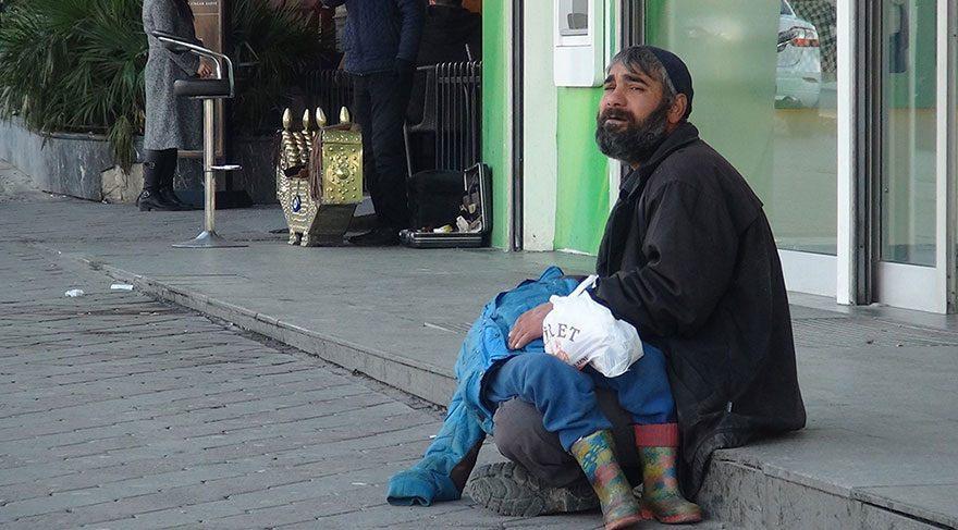 Son dakika haberi… Taksim'deki oğlunu bayıltan dilenci yankesicilikten yakalandı