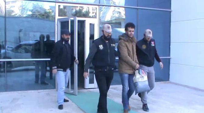 Terör örgütü üyesi sahte kimlikle pasaport almak isterken yakalandı