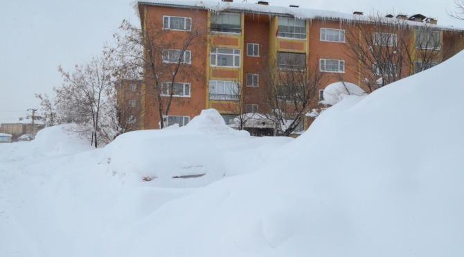 Bitlis'te kar kalınlığı 2 metreye yaklaştı