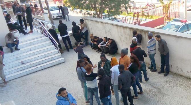 Ayvalık'ta 33 mülteci ile 5 organizatör yakalandı