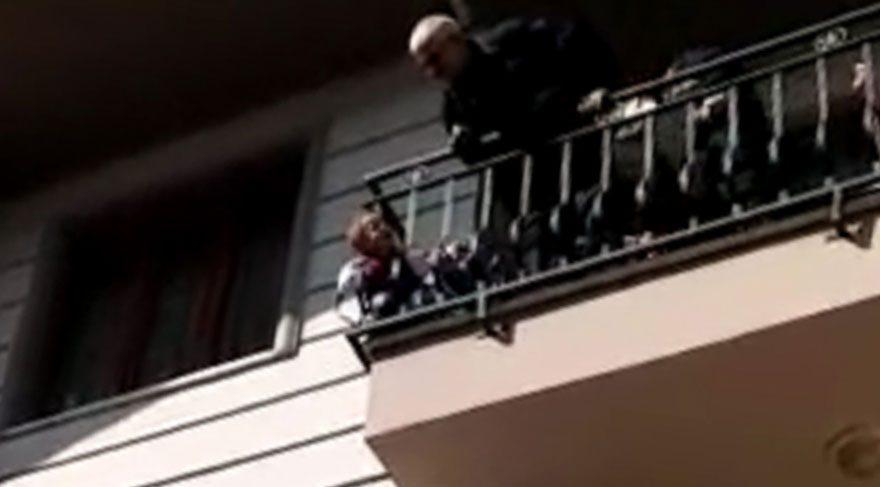 Başı balkon demirine sıkışan minik Fatih'i itfaiye kurtardı
