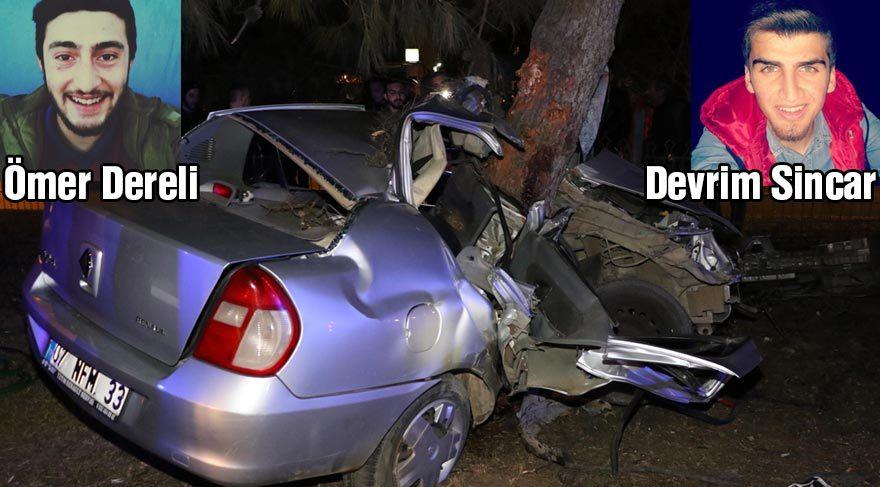 Otomobil refüjdeki ağaca çarptı: 2 ölü, 2 yaralı