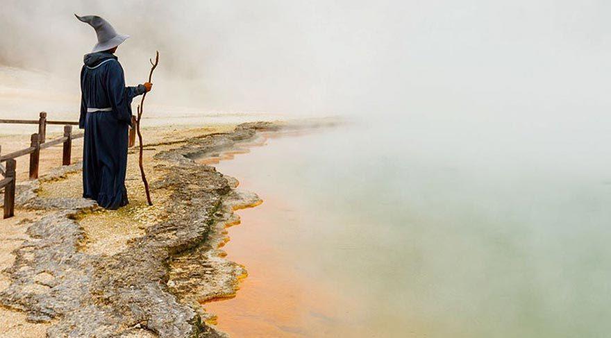 Yeni Zelanda'yı Gandalf kostümüyle gezen fotoğrafçı
