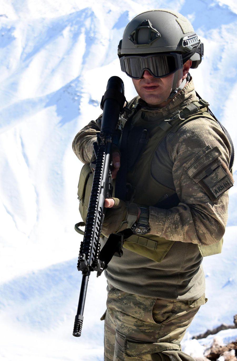 FOTO:DHA - Milli Piyade Tüfeği MPT-76, Hakkari'de ilk olarak bu birliğe verildi.