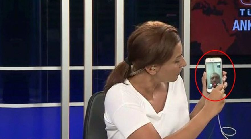 Hande Fırat 15 Temmuz gecesi yaptığı habercilikle darbe girişiminin seyrini değiştirmişti.