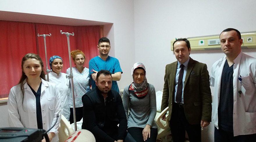 Türkiye'de ilk defa uygulanan bir yöntemle kapalı olarak girilen leğen kemiğinin içinde ana sinirlerden birine baskı yapan lezyon yaklaşık 3 saatlik operasyonla alındı. FOTO:DHA
