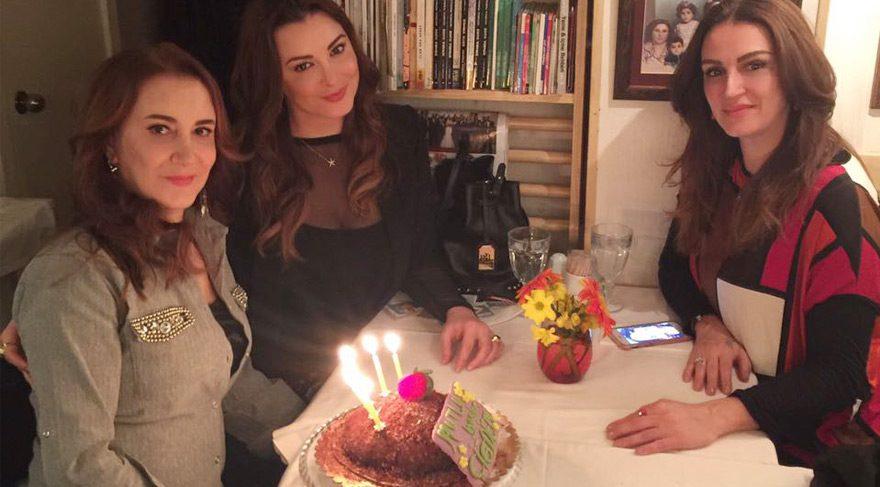 İnci kardeşler annelerinin doğum gününü kutladı