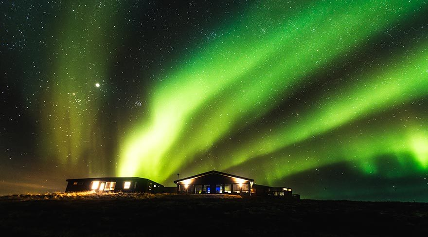 İzlanda'da gündem: Araçta Kuzey Işıkları'na bakmayın