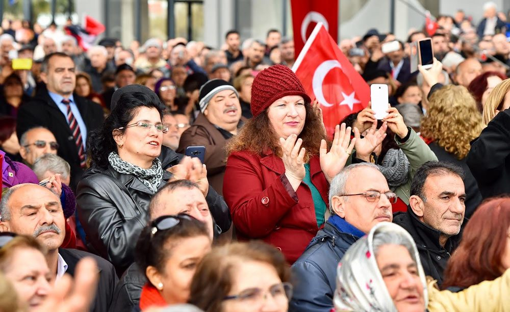 FOTO:SÖZCÜ - Törene İzmirlilerin ilgisi yoğun oldu.