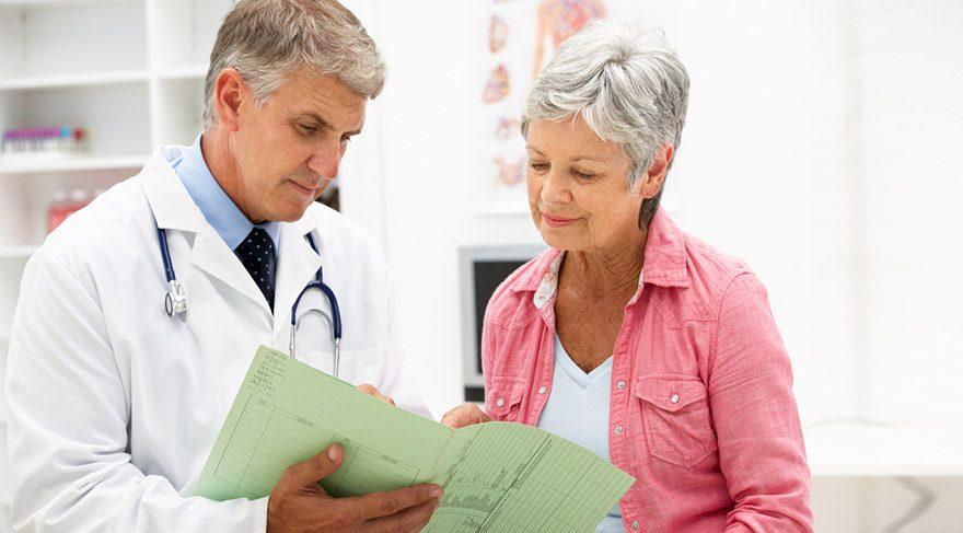 """Önder """"İlerleyen yaş ile birlikte kalın bağırsak kanseri riski artar. Hastaların yüzde 90'ından fazlası 40 yaş üzerinde tespit edilmektedir ve 40 yaşından sonra kolon kanserine yakalanma oranı her 10 yılda bir ikiye katlanarak artmaktadır"""" diyor. FOTO:SHUTTERSTOCK"""