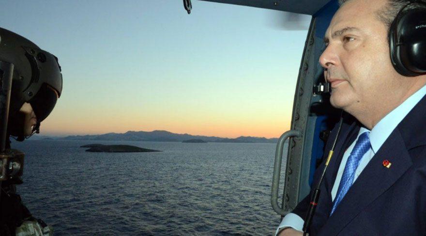 Yunan Savunma Bakanından Kardak'a çelenk