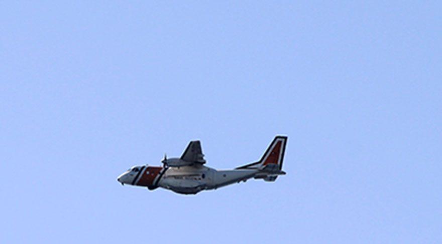 Türk Sahil Güvenlik uçağı Kardak'ın üzerinde alçak uçuş gerçekleştirdi