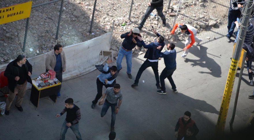 Diyarbakır'da iki grubun pitbullu, taşlı, sopalı, satırlı kavgası: 1 yaralı