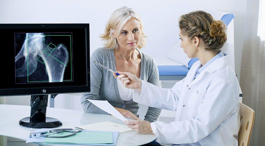 Kemik erimesi ile savaşan 9 besin grubu… Osteoporozun belirtileri nelerdir?