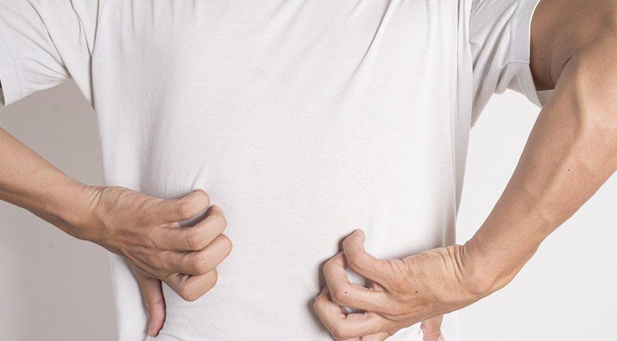 Kıl dönmesi, vücuttan dökülen kıllar nedeniyle oluşabildiği gibi tişörtlerden kopan ipler nedeniyle de meydana gelebiliyor. FOTO:SHUTTERSTOCK